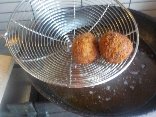 Veganistische bitterballen 100-procent natuurlijk frituren