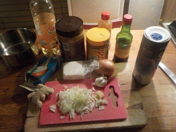 Zelfgemaakte satésaus - Pindasaus