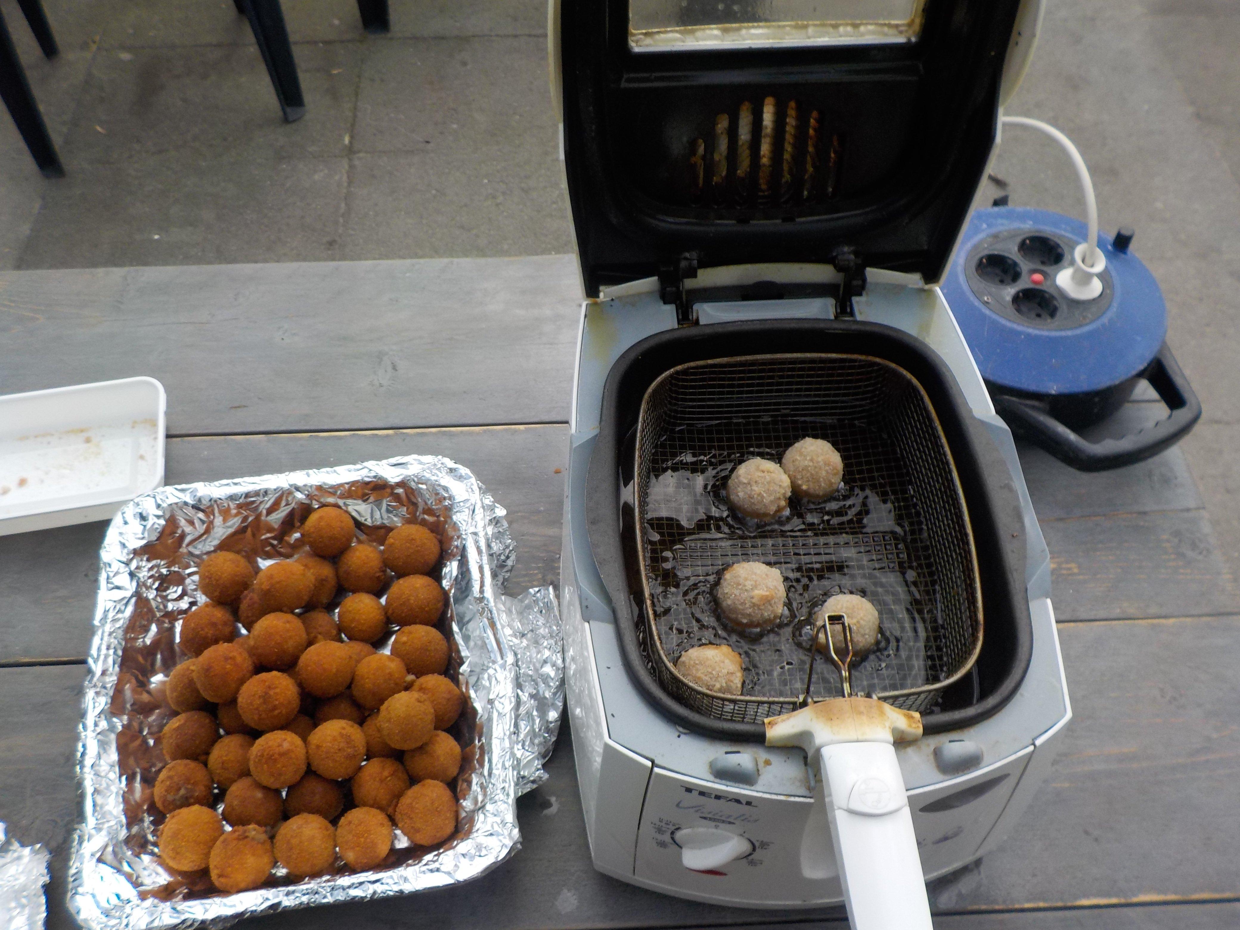 Bitterballen frituren
