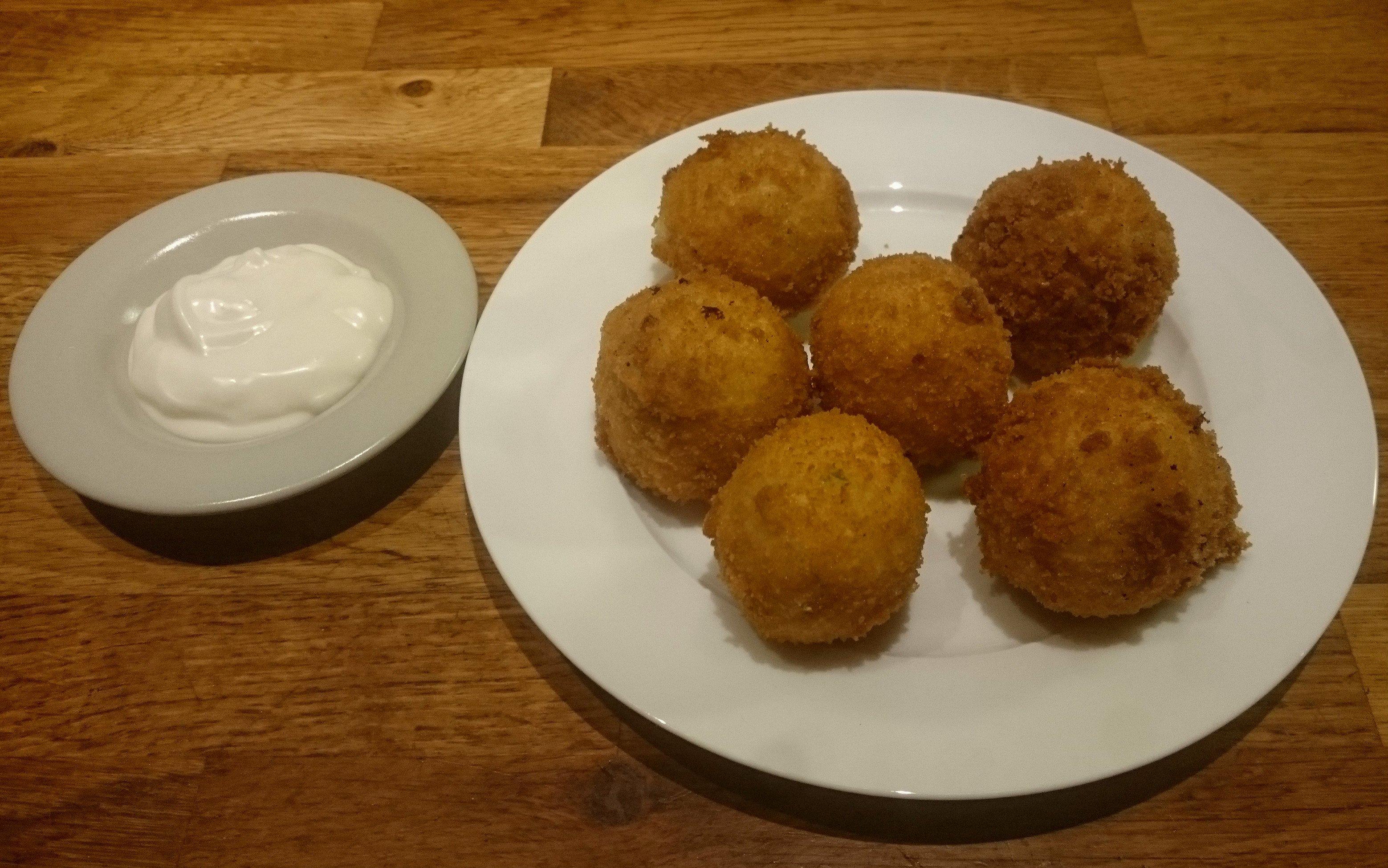 Aardappelbitterballen met mayonaise