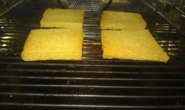 Wit brood roosteren paneermeel maken