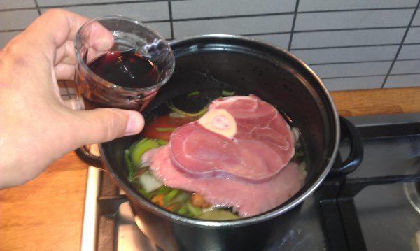 Rode wijn bij bouillon