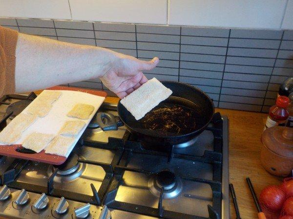 Hoe maak je een kaassoufflé? Frituren