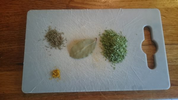 Kipragout maken kruiden