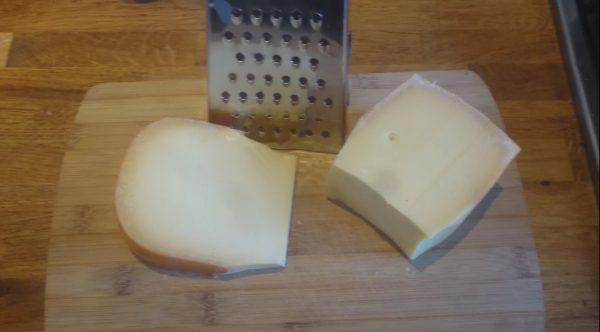 Kaas raspen voor kaasvingers